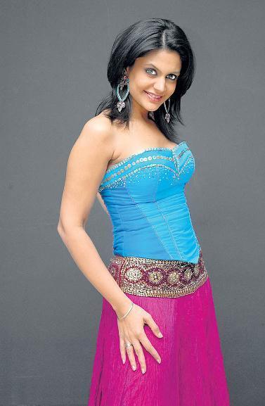 Mandira Bedi tight dress wallpaper