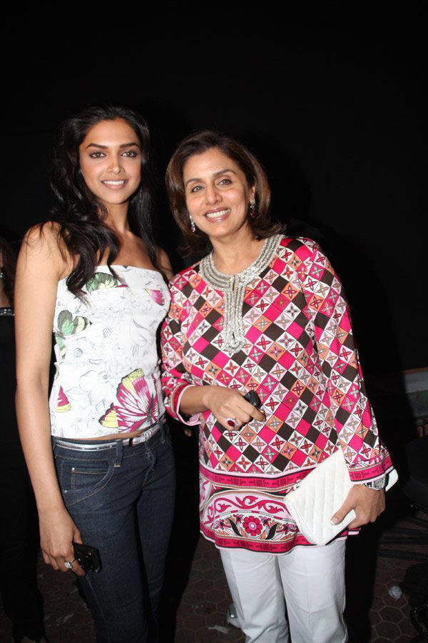Deepika Padukone and Neetu poses to photoshoot