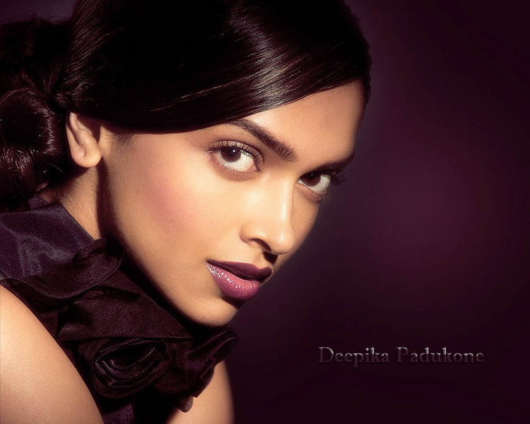 Deepika Padukone hot look