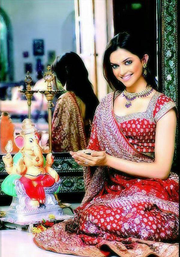 Deepika Padukone looking beautiful in saree
