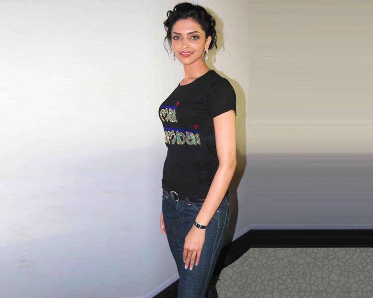 Feet Deepika Padukone pics