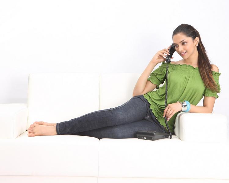 Deepika Padukone poses sexy pics