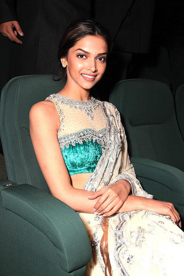 Deepika Padukone amazing dress pics