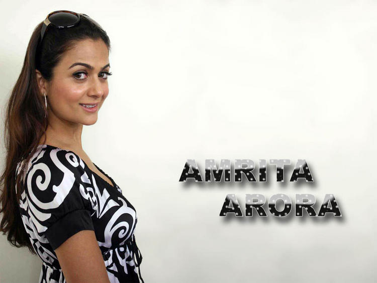 Amrita Arora cute look wallpaper