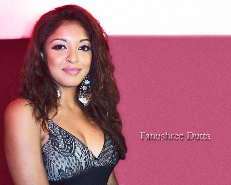 Tanushree Dutta cute smile walllpaper