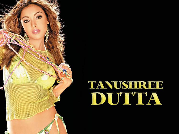 Tanushree Dutta sexy look wallpaper