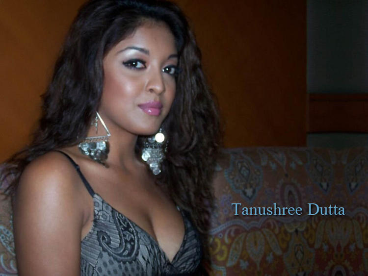 Tanushree Dutta lips pic wallpaper