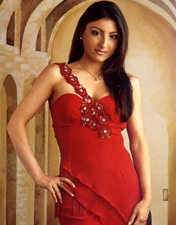 soha ali khan red sexy pics