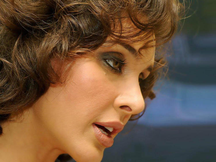 Lisa Ray hot face look images