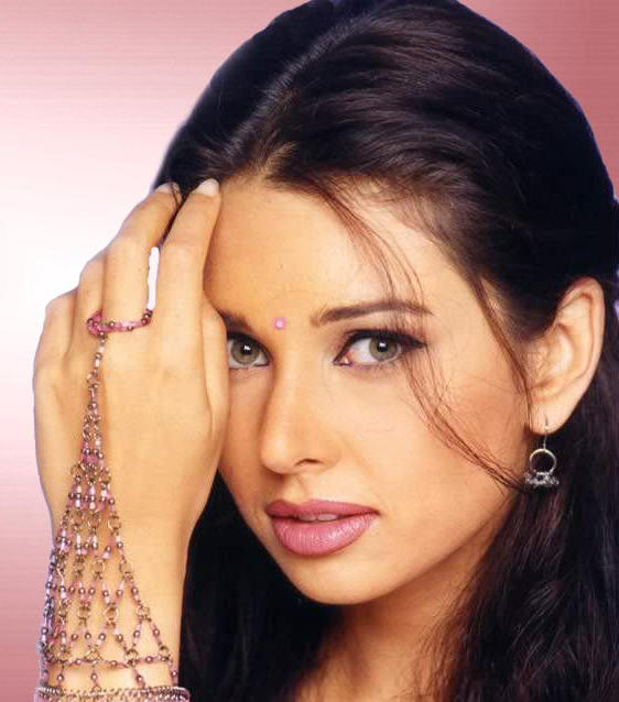 Sensuous and Sexy Lisa Ray wallpaper