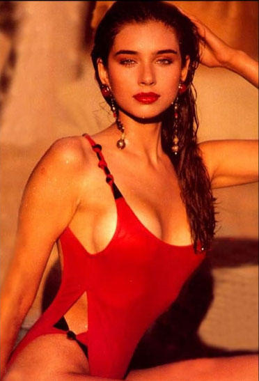 Lisa Ray red hot and sexy wallpaper