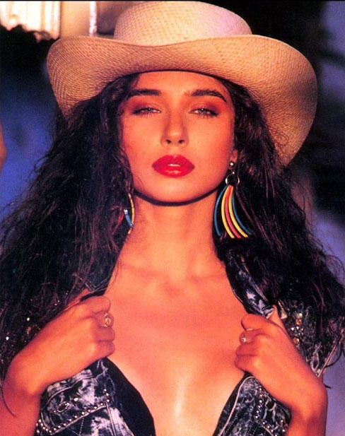Lisa Ray wallpaper poses hottest pics