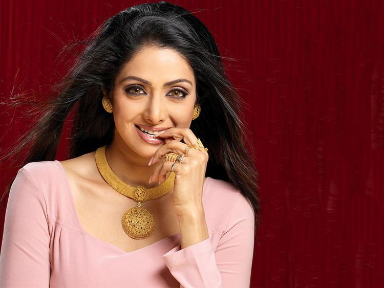 Beautiful Sridevi sexy smile pose