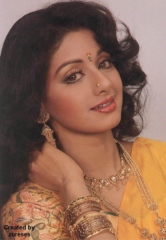 Beautiful Sri Devi pose sexy smile
