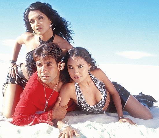 Akshay Kumar, Priyanka Chopra, Lara Dutta in Andaaz