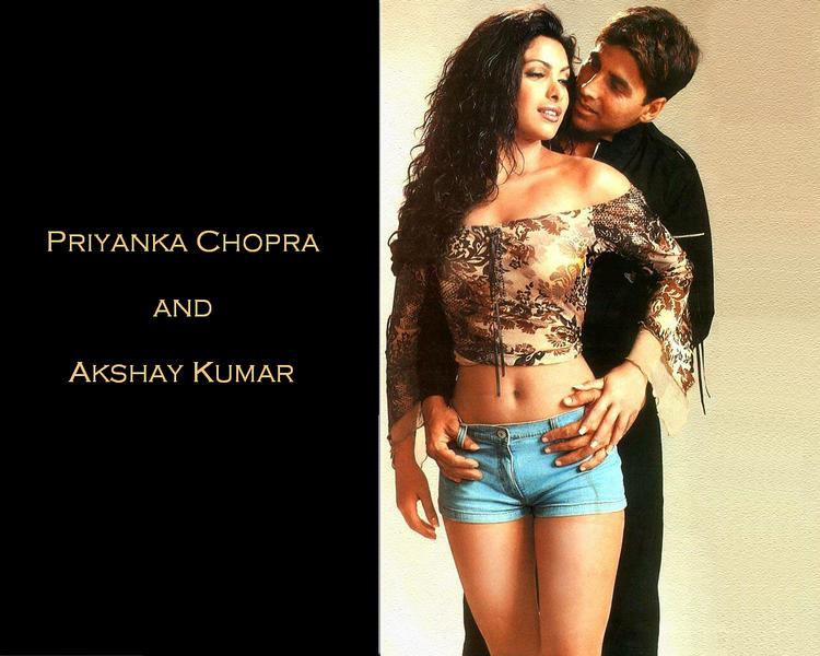 Priyanka Chopra and Akshay Kumar hot scene pic