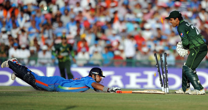 cricket world cup  india vs pakistan semi final indian batsman Suresh Raina dives to avoid run out