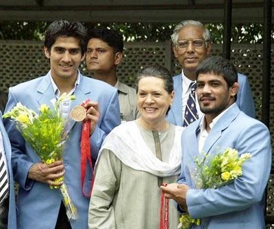 Sonia Gandhi,vijendra kumar,sushil kumar photos