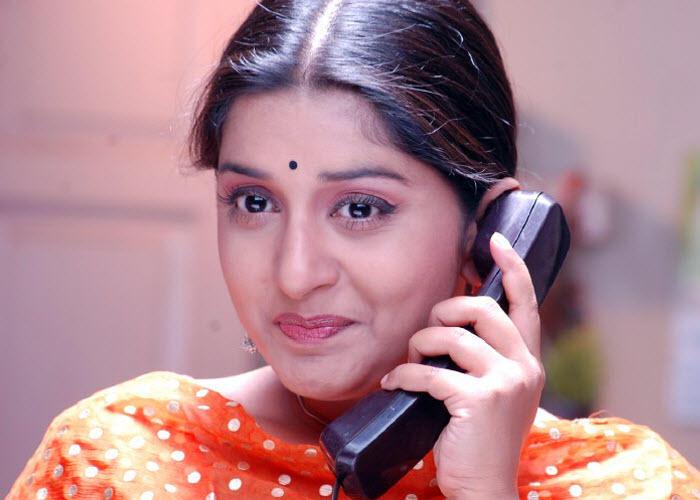 Meera Jasmine with phone