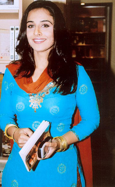 Vidya Balan in  Blue Salwar Suit