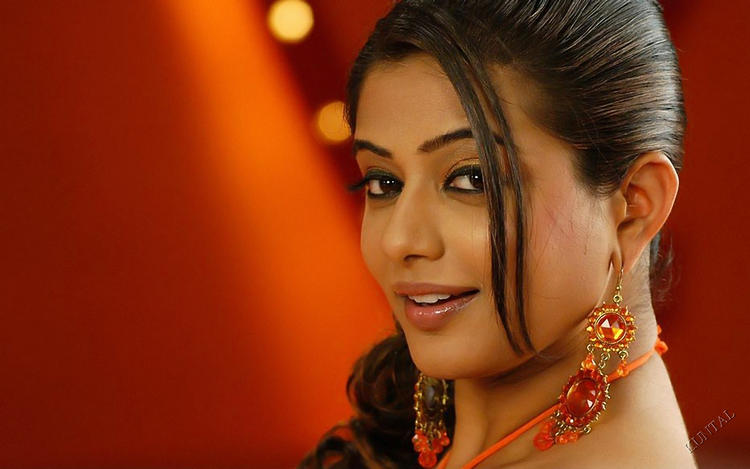 Priyamani sexy looks