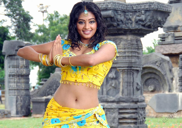 Priyamani beautiful dancing step