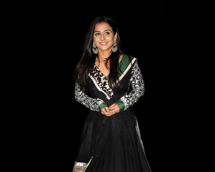 Vidya Balanin Black Salwar Suit
