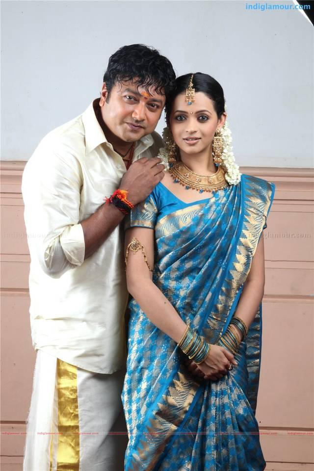 Jayaram and Bhavana photos in kudumbasree travels movie