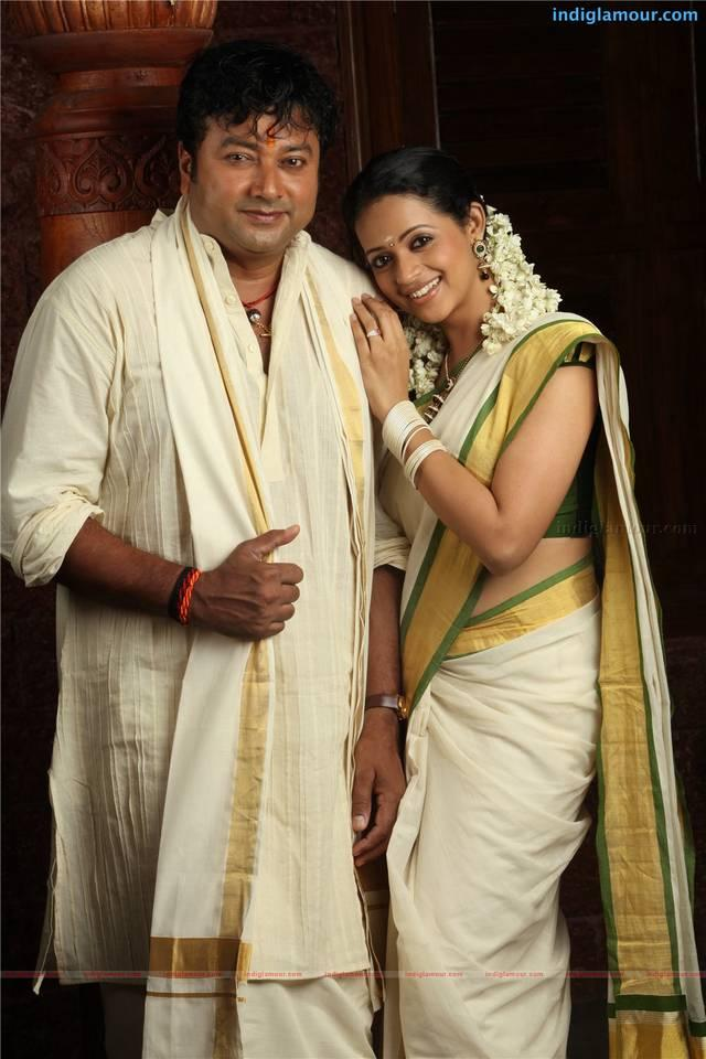 Jayaram,Bhavana sweet stills in kudumbasree travels movie