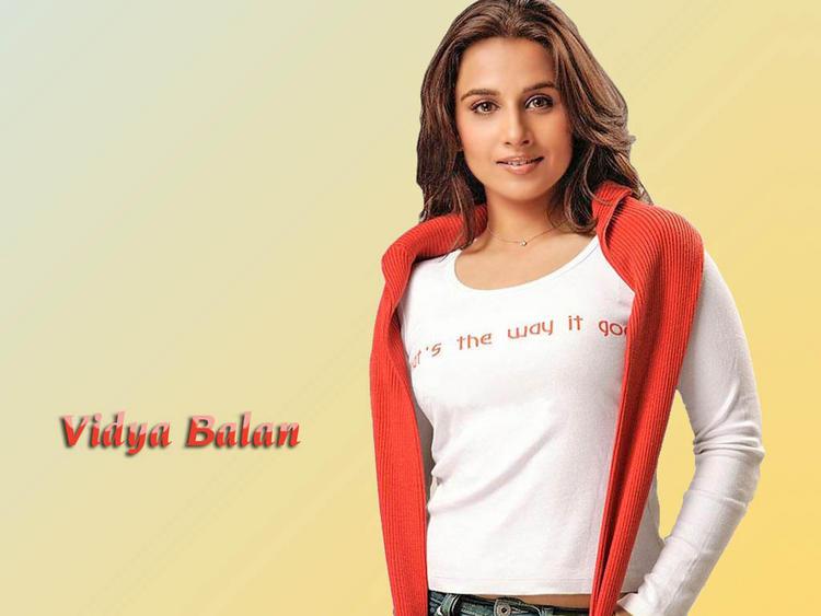 Vidya Balan in White Tee-Shirt
