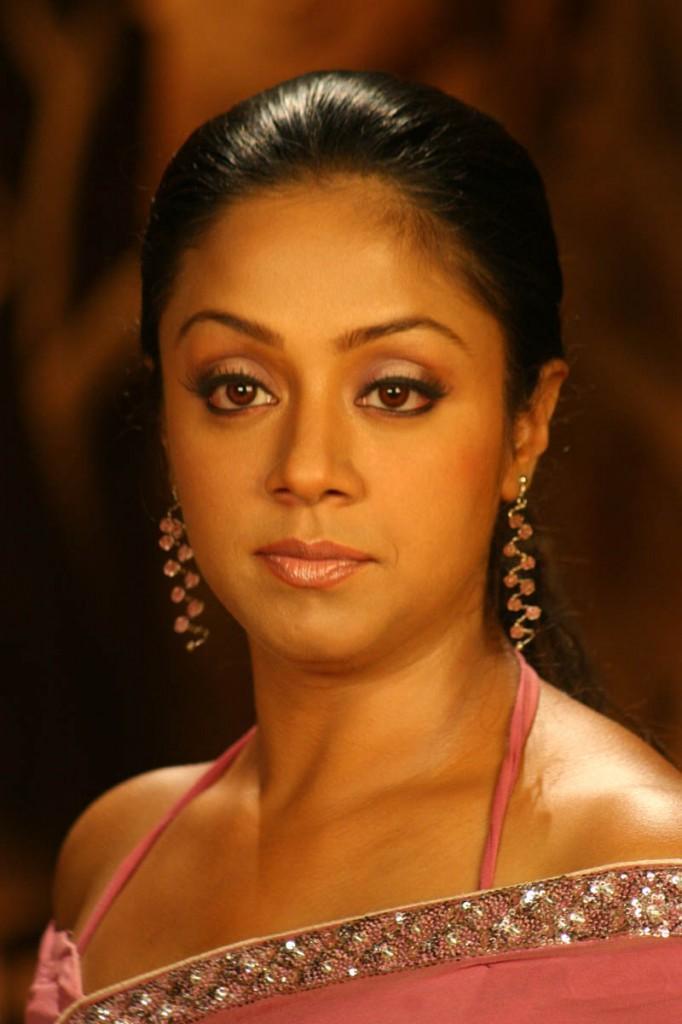 Jyothika hot photo in saree