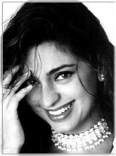 Juhi Chawla smile pics