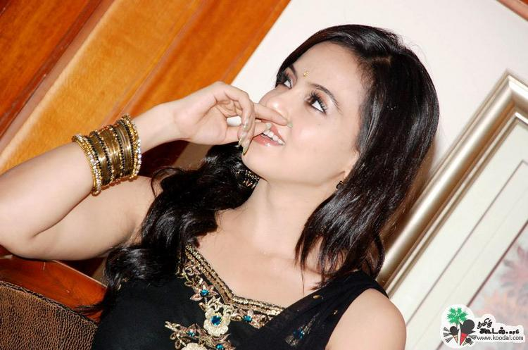 Sana khan looking gorgeous