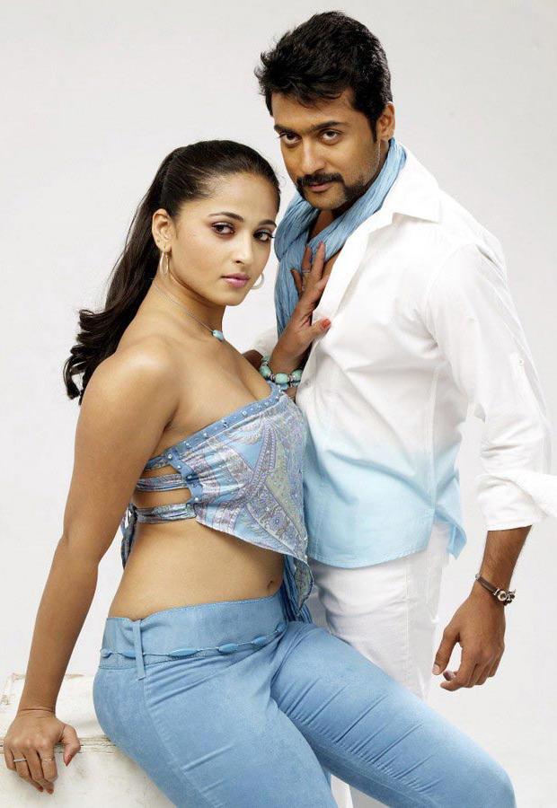 Yamudu movie sexy stills of Surya and Anushka