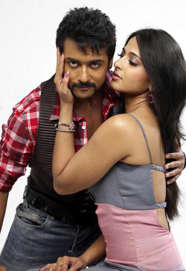 Yamudu movie hot stills of Surya and Anushka