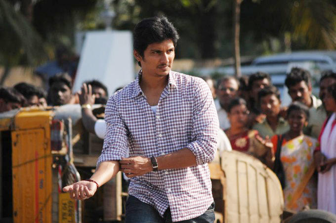 Jeeva fight stills in rowthiram  movie