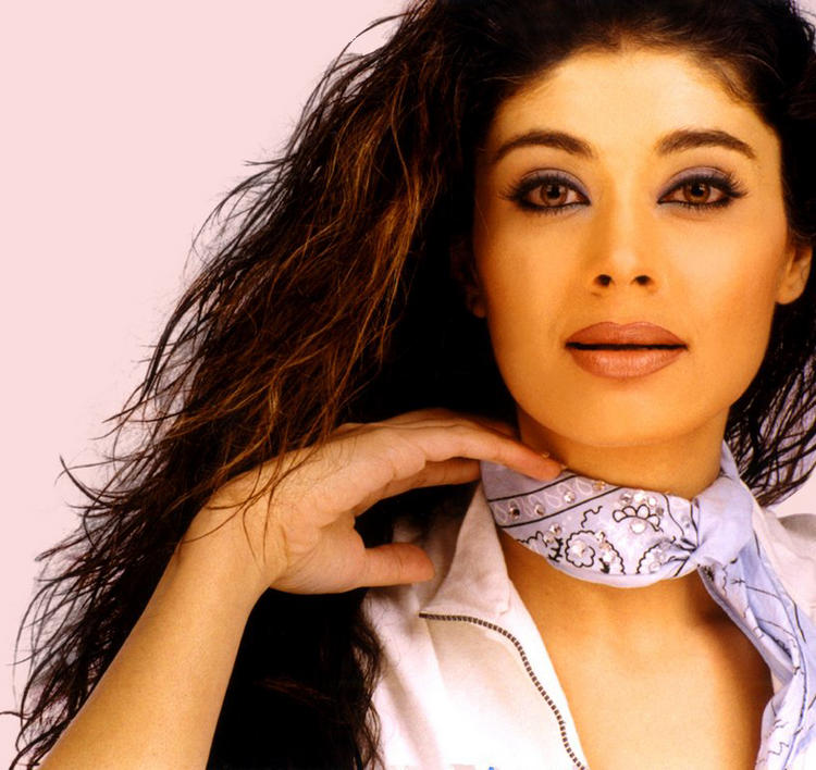 Pooja Batra hot glazing eyes pics