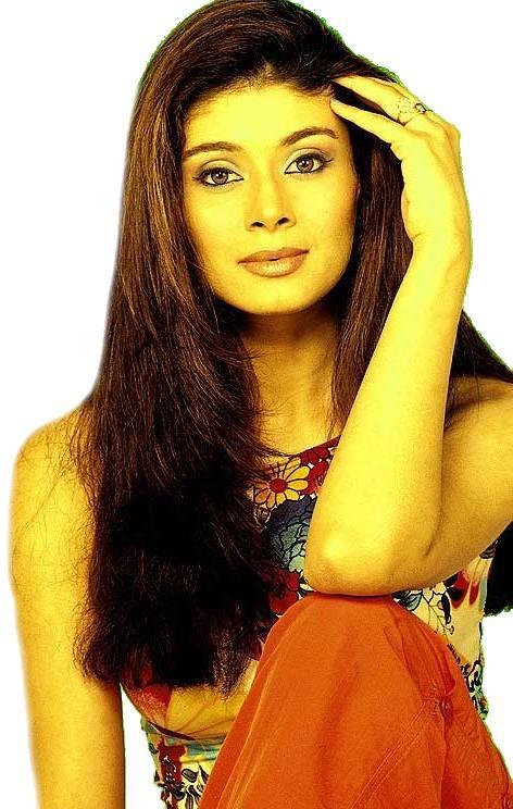Pooja Batra looking glamrous