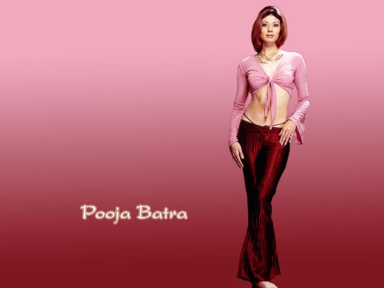 Pooja Batra sexy figure pics wallpaper
