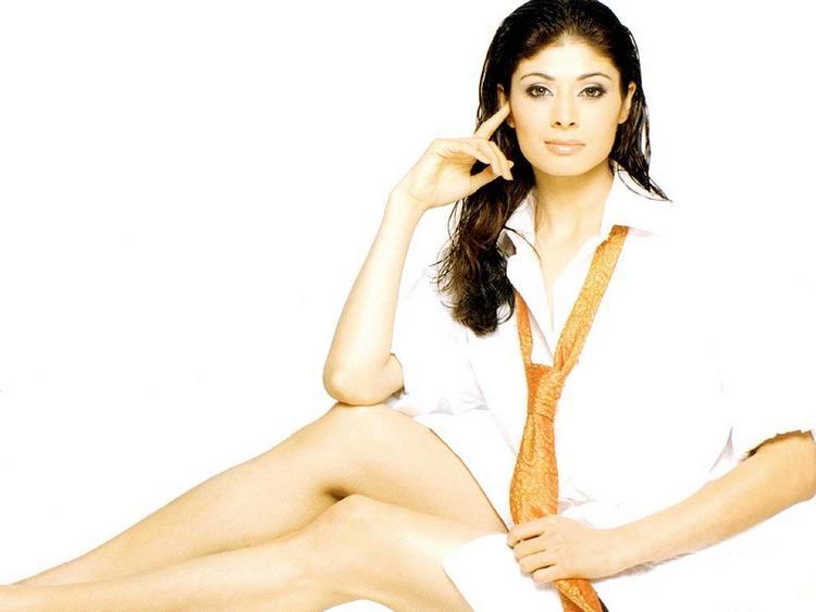 Pooja Batra spicy legs pics Wallpaper