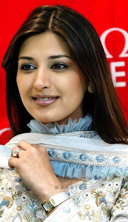 Sonali Bendre looking beautiful