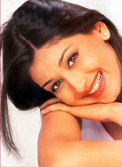 Sonali Bendre cute smile pics