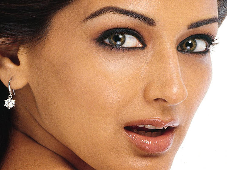 Sonali Bendre brown eyes pics