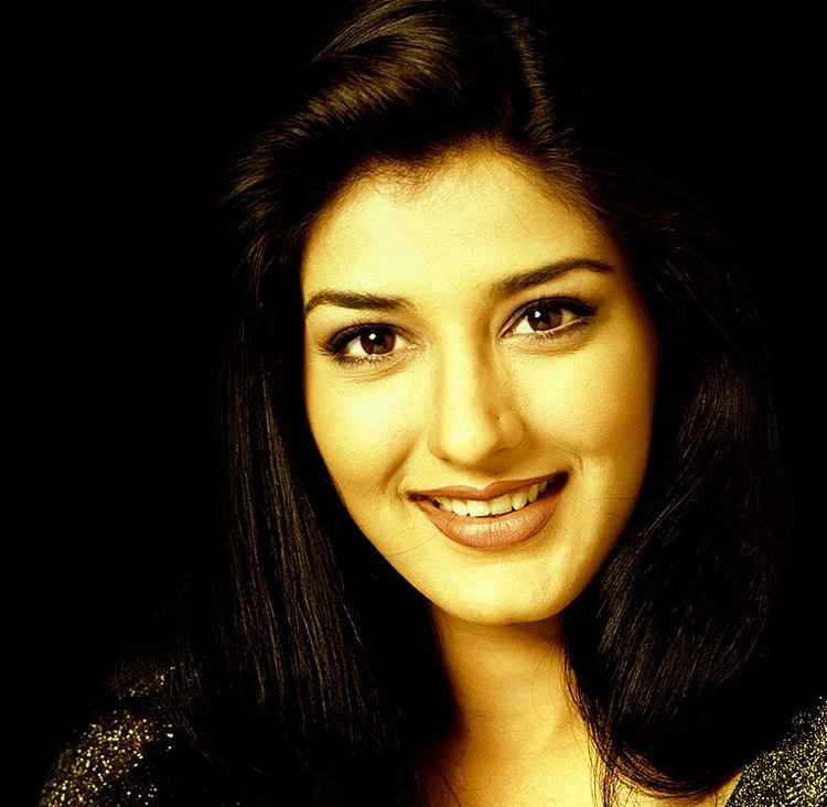 Glorious Sonali Bendre cute smile pics