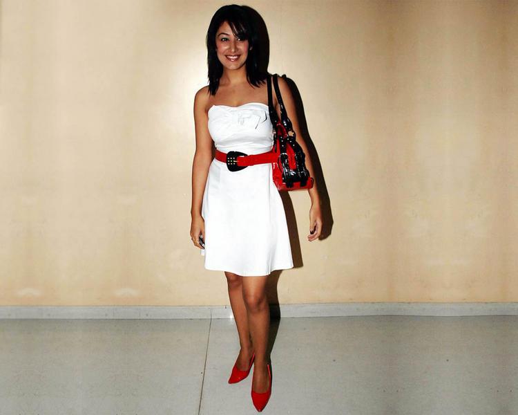Anjali Pandey in sleeveless dress wallpaper