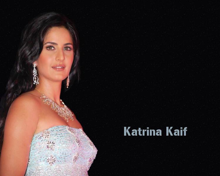 Katrina Kaif sexy smile pic wallpaper