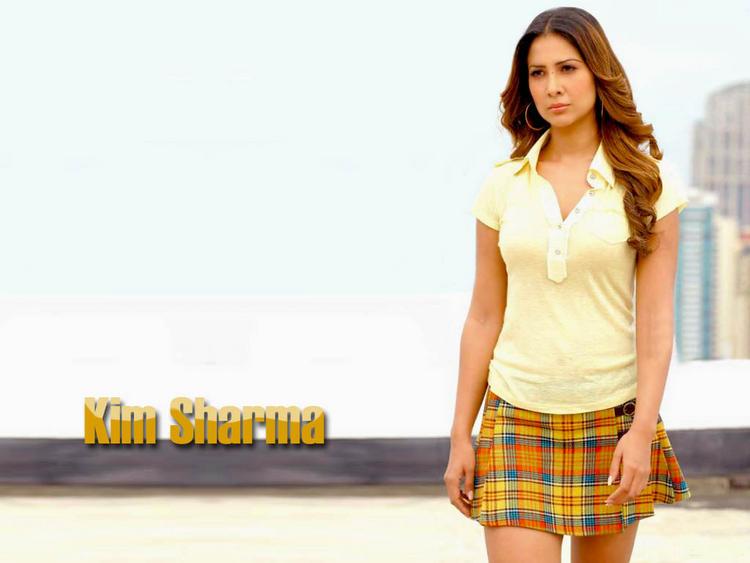 Kim Sharma angry ics