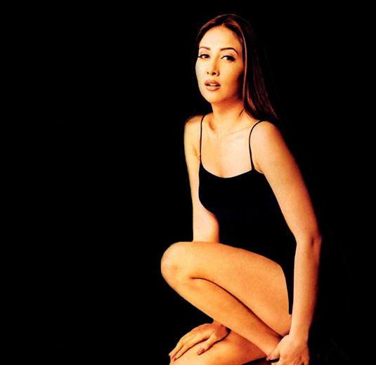Kim Sharma in black hot wallpaper