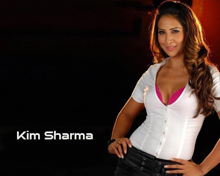 Kim Sharma with sexy smile pics