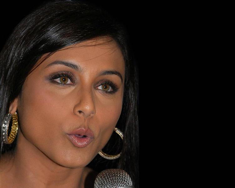 Rani Mukherjee glazing eyes look